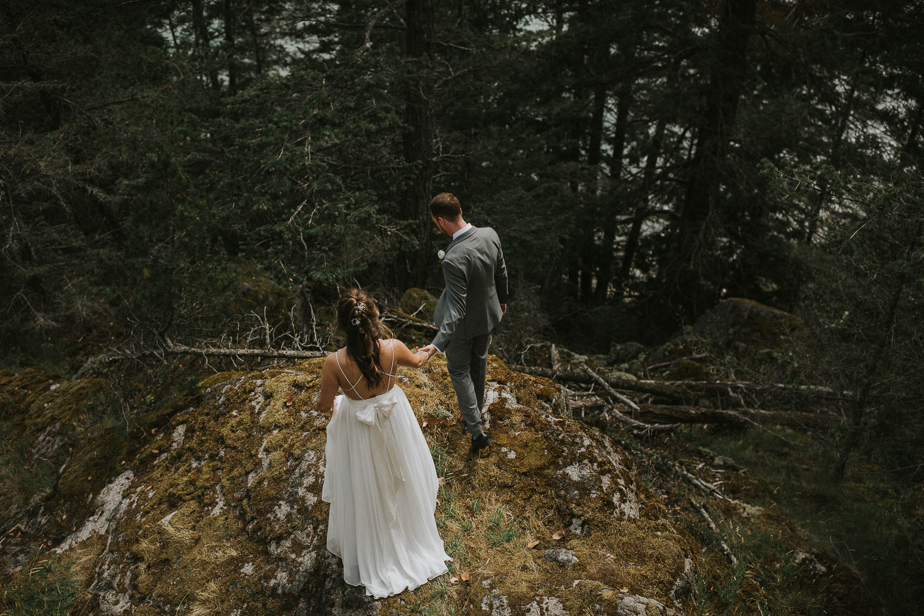 gambier-island-camp-fircom-vancouver-destination-wedding-photography-the-apartment-photography-sm_023