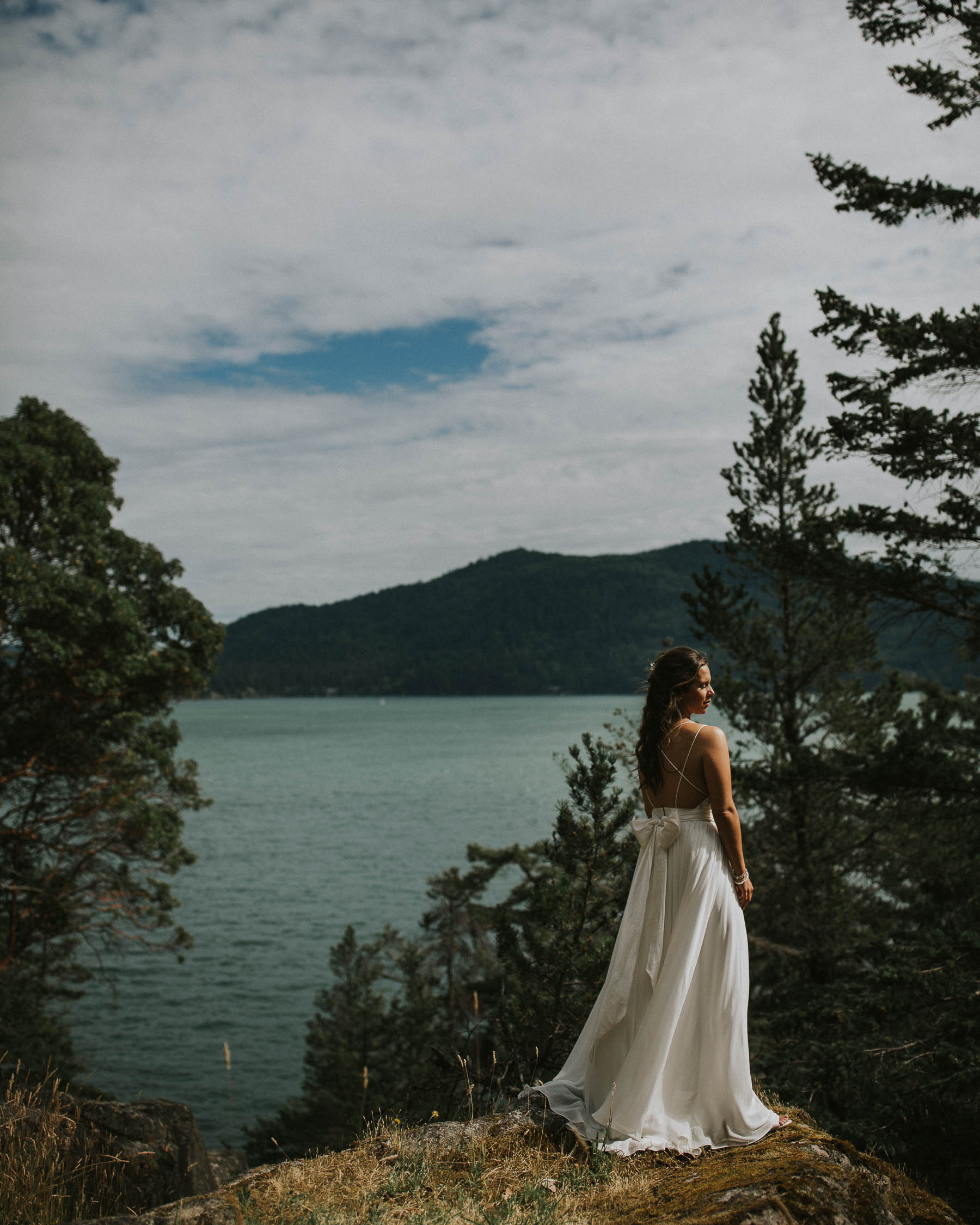 gambier-island-camp-fircom-vancouver-destination-wedding-photography-the-apartment-photography-sm_025