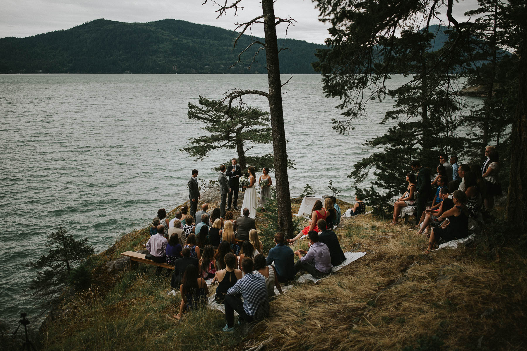 gambier-island-camp-fircom-vancouver-destination-wedding-photography-the-apartment-photography-sm_034