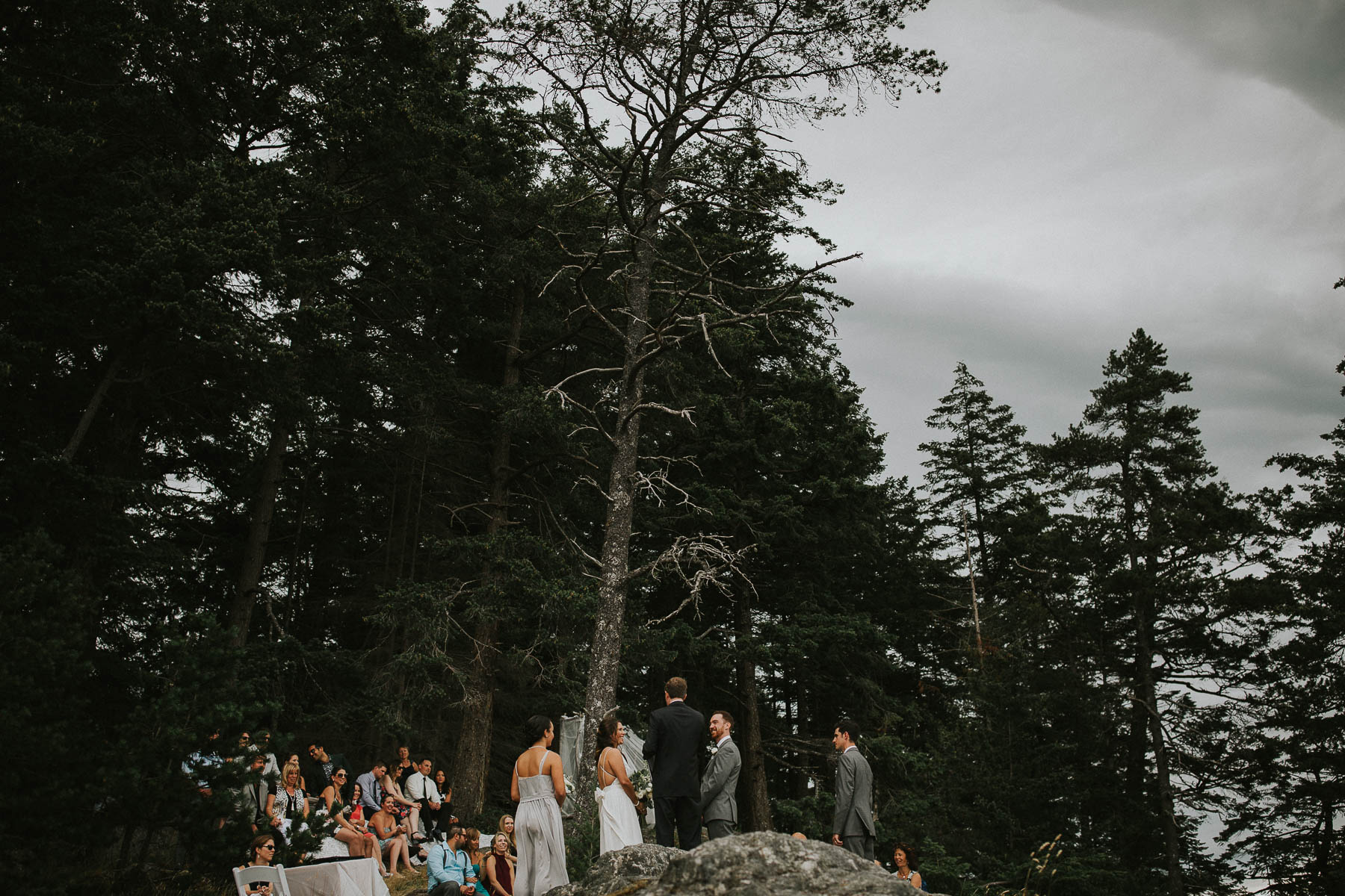 gambier-island-camp-fircom-vancouver-destination-wedding-photography-the-apartment-photography-sm_036