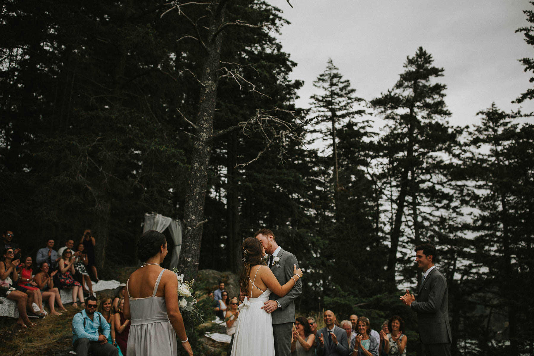 gambier-island-camp-fircom-vancouver-destination-wedding-photography-the-apartment-photography-sm_043